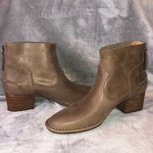 UGG Leather BANDARA  Ankle Boot NWT
